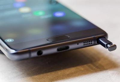 "Samsung запатентовала Galaxy Note со встроенным алкотестером <span class=""color_red"">- ФОТО</span>"