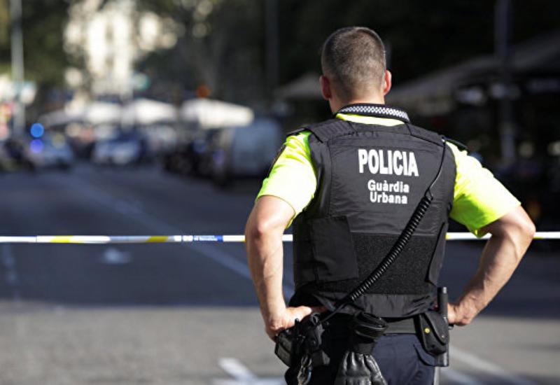 """В Барселоне автомобиль сбил двух полицейских <span class=""""color_red"""">- ОБНОВЛЕНО </span>"""