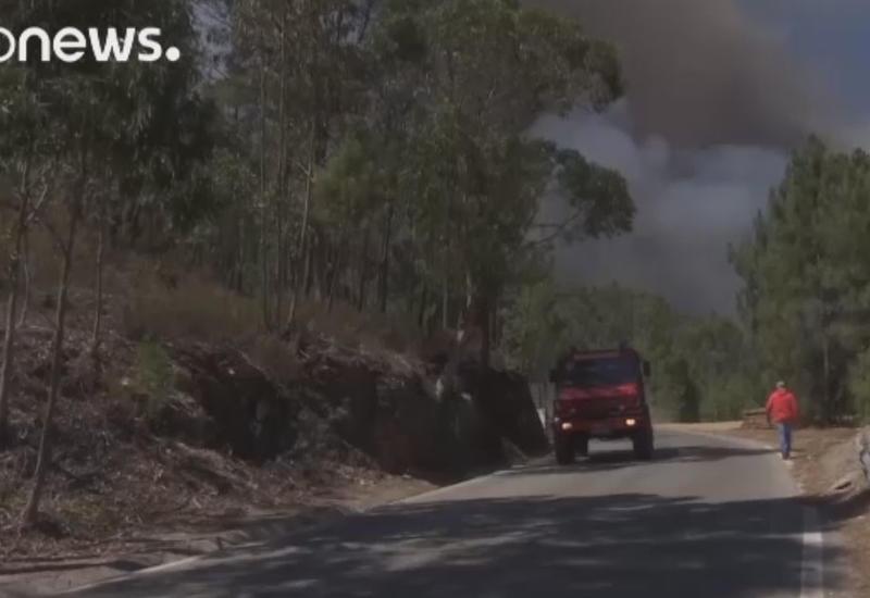 """В Португалии пожары уничтожают леса <span class=""""color_red"""">- ВИДЕО</span>"""