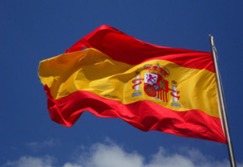 В посольстве Испании в Азербайджане приспущен флаг станы