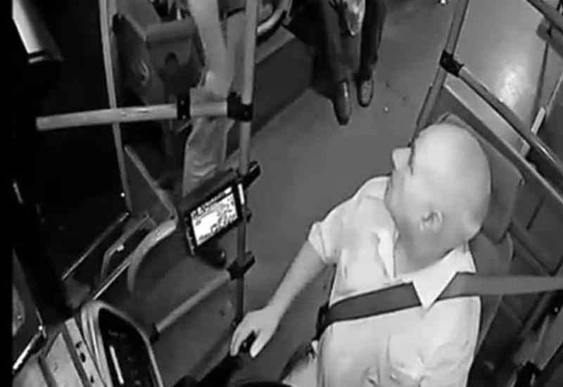"""Avtobus sürücüsünə silah çəkən şəxsin kimliyi tam müəyyənləşdi <span class=""""color_red"""">- VİDEO</span>"""