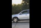 """Пес за рулем сигналит хозяйке, задержавшейся в магазине <span class=""""color_red"""">- ВИДЕО</span>"""