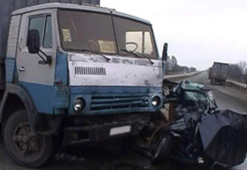 В Баку грузовик протаранил пять автомобилей, есть пострадавшие