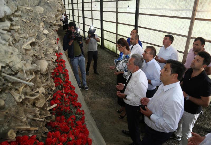 """Türkiyəli siyasətçilər və ziyalılar Quba Soyqırımı Memorial Kompleksini ziyarət ediblər <span class=""""color_red"""">- FOTO</span>"""