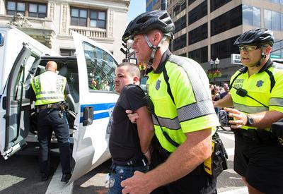 Демонстрации в Бостоне, десятки задержанных