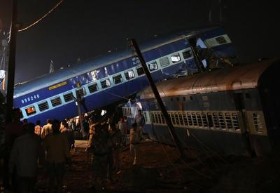 СМИ назвали причину крушения пассажирского поезда в Индии