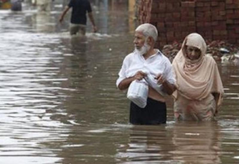 В Индии число жертв наводнений превысило 400 человек