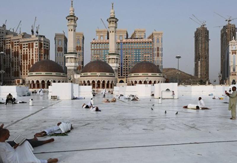 Саудовской авиакомпании не разрешили привезти катарских паломников на хадж