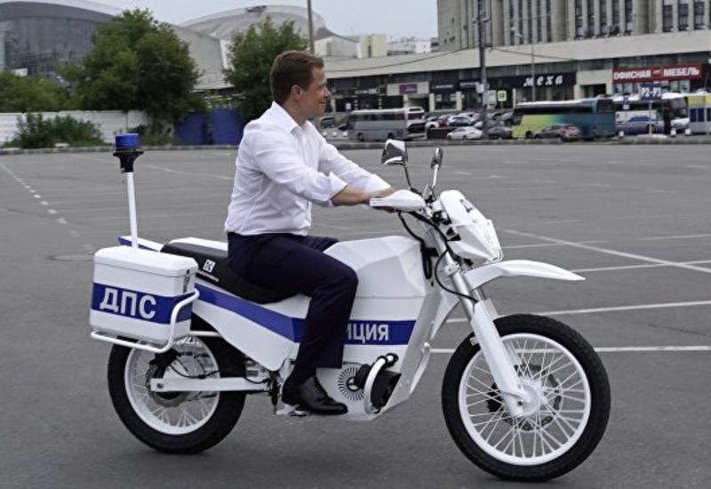 """""""Калашников"""" представил бесшумный электромотоцикл для спецназа"""