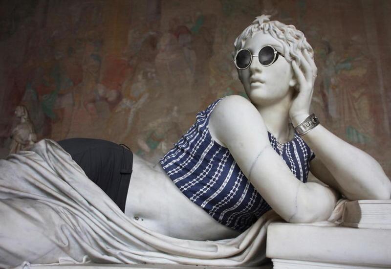 """Окаменевшие хипстеры: что получится, если нарядить античные скульптуры в современную одежду <span class=""""color_red"""">- ФОТО</span>"""