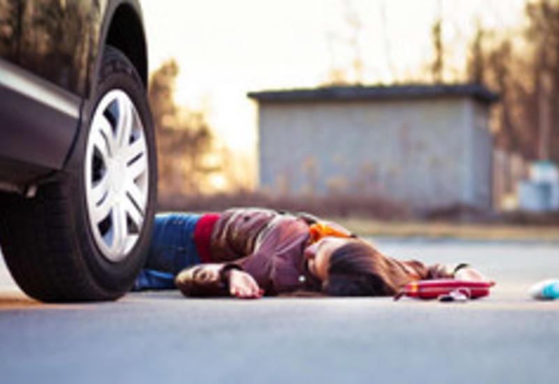 В Баку автомобиль сбил 19-летнюю девушку