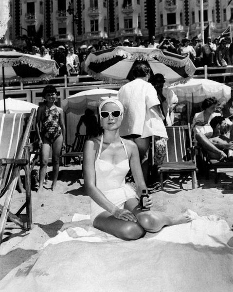 Вот что надевали знаменитые Принцессы на пляж!