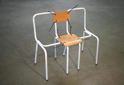 Двойной реверанс. Саргсяну объяснили неудобство сидения на двух стульях