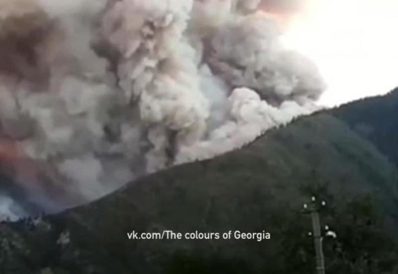 """В Грузии третьи сутки полыхает лес в Боржомском ущелье <span class=""""color_red"""">- ВИДЕО</span>"""