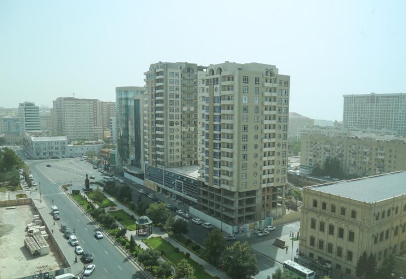 Минэкологии объяснило причины пылевого тумана в Баку