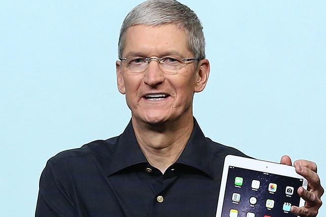 Руководитель Apple Тим Кук получил рекордную премию