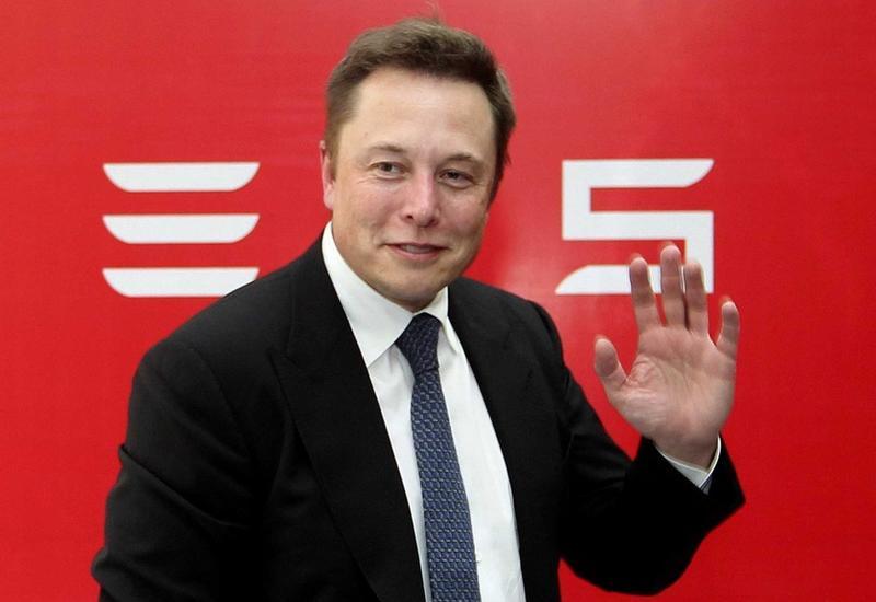 «Все равно лажово выглядит». Илон Маск удалил страницы Tesla и SpaceX в фейсбуке