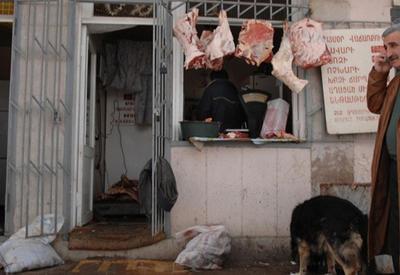 Армения превращается в страну обнищавших торговцев