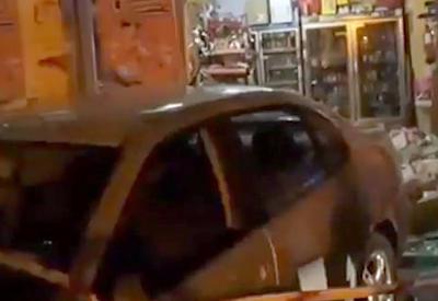 """В Мадриде автомобиль протаранил супермаркет, есть погибший <span class=""""color_red"""">- ВИДЕО</span>"""
