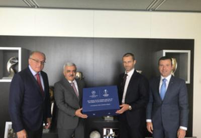 Ровнаг Абдуллаев презентовал Бакинский олимпийский стадион на проведение финала ЛЧ в Ньоне