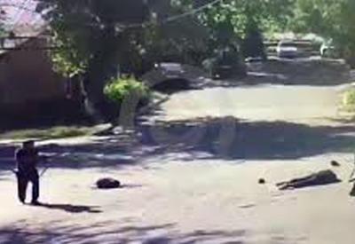 """Ликвидация боевика в дагестанском Хасавюрте попала на камеры <span class=""""color_red"""">- ВИДЕО</span>"""