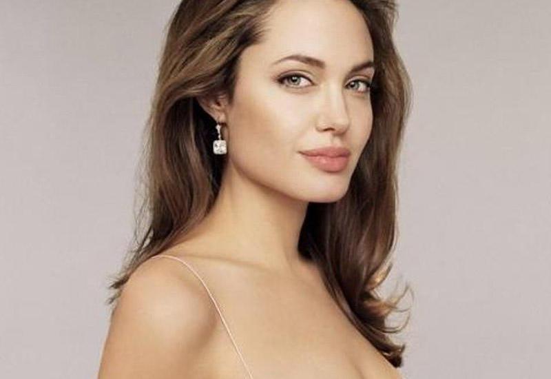 """Анджелина Джоли довела фанатов до истерики своим новым образом <span class=""""color_red"""">- ВИДЕО</span>"""