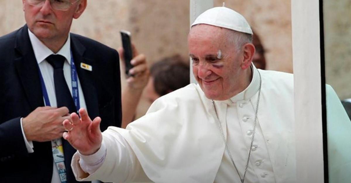 Папа Франциск травмировался вбронемашине