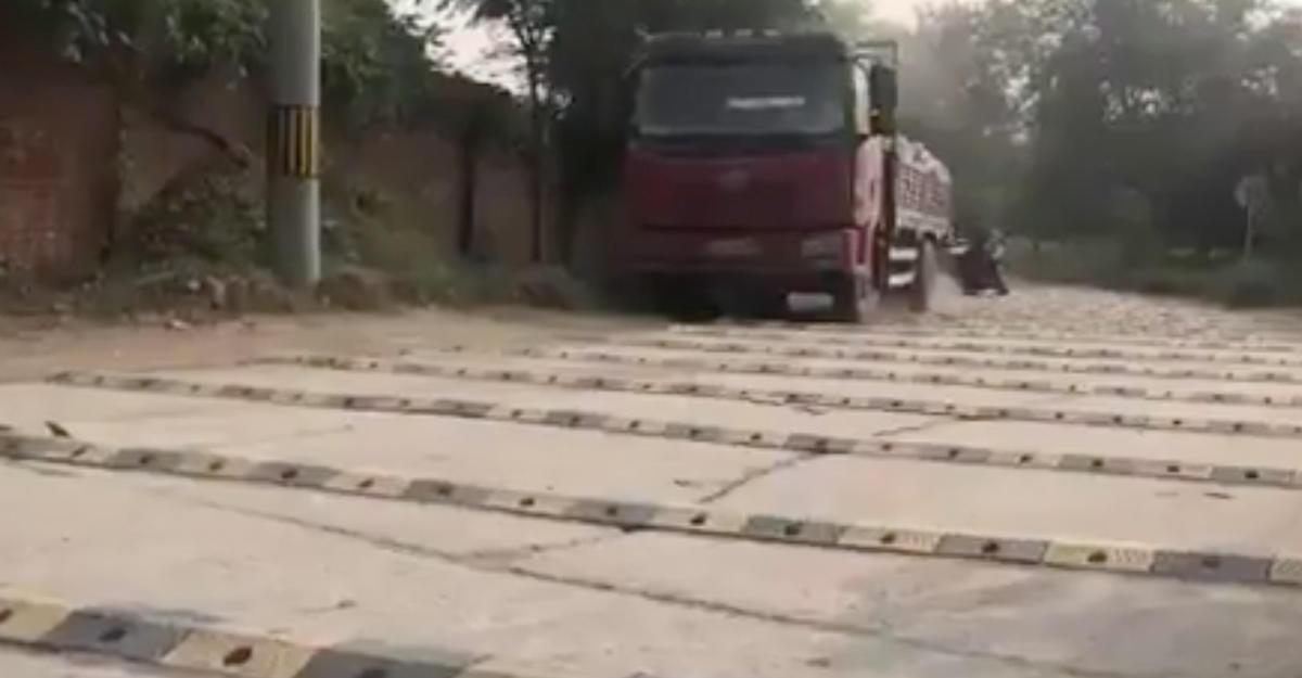 ВКитайской республике накилометре дороги установили неменее 600 «лежачих полицейских»