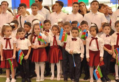 """Здравствуй, школа! В Азербайджане начался учебный год <span class=""""color_red"""">- ФОТОРЕПОРТАЖ</span>"""
