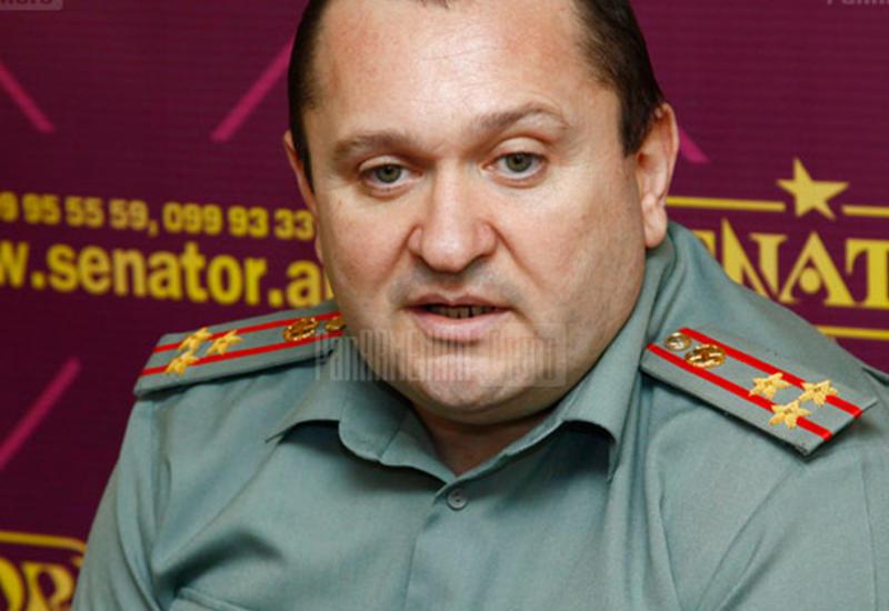 Армянская армия нищает - военные чиновники купаются в роскоши