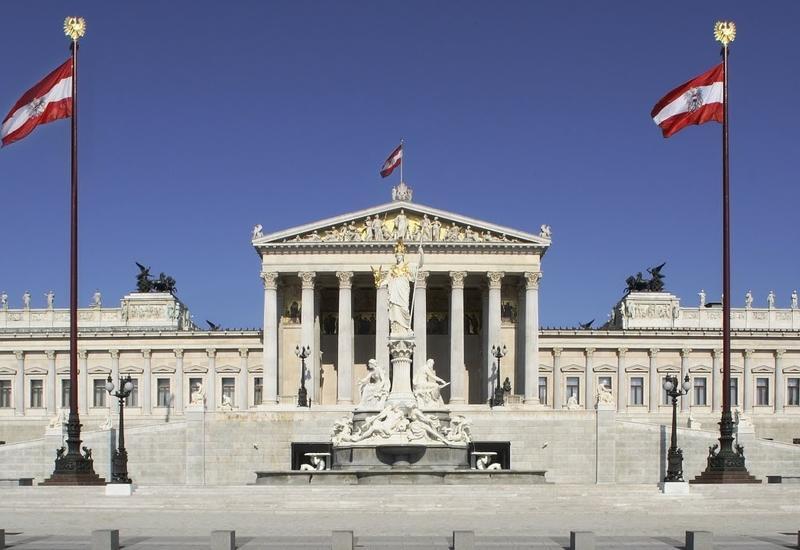 В австрийском парламенте нашли бюсты и изображения Гитлера