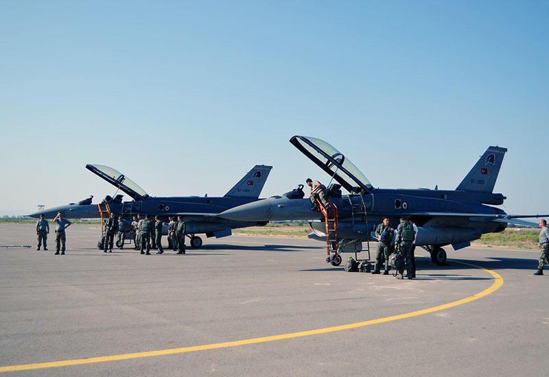 """Истребители F-16 ВВС Турции приземлились в Баку <span class=""""color_red"""">- ФОТО - ВИДЕО</span>"""