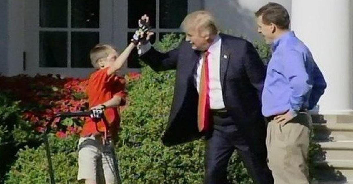 Трамп обнародовал видео содиннадцатилетним газонокосильщиком