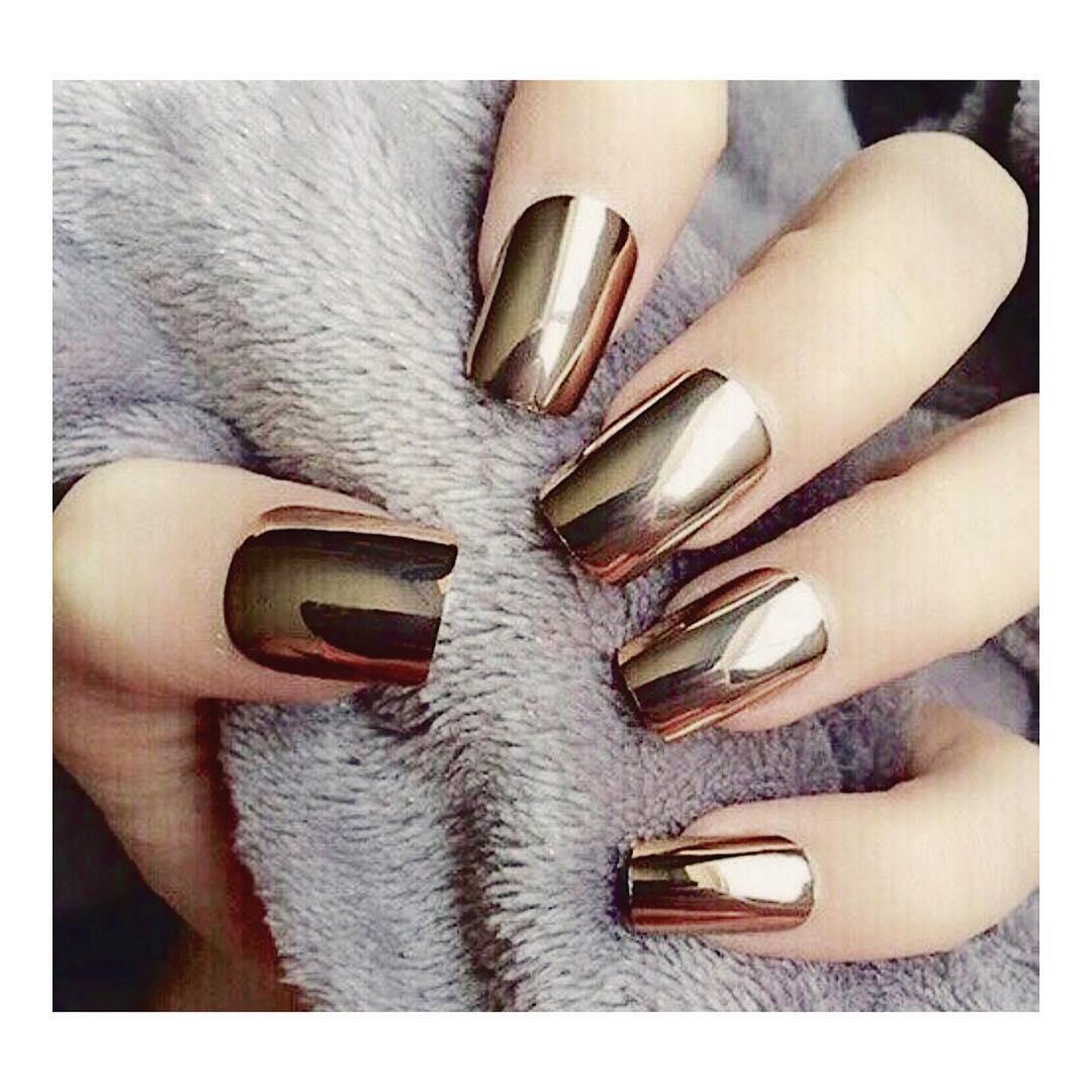 Ногти дизайн с золотым зеркальным отражением фото