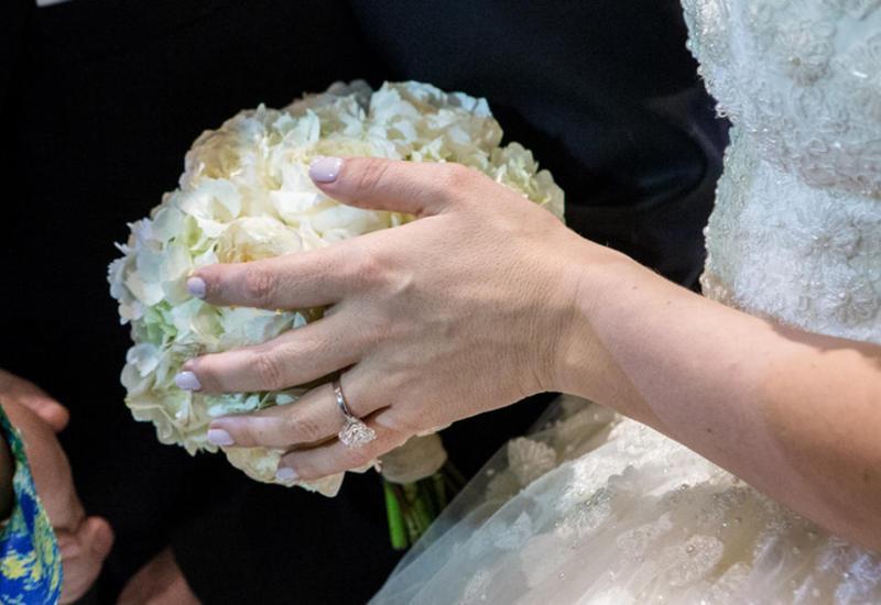 В Австралии шесть девушек пришли на свадьбу в одинаковых платьях