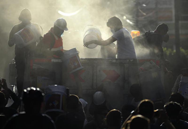 В Мехико из-под обломков рухнувшего здания спасли более 20 человек