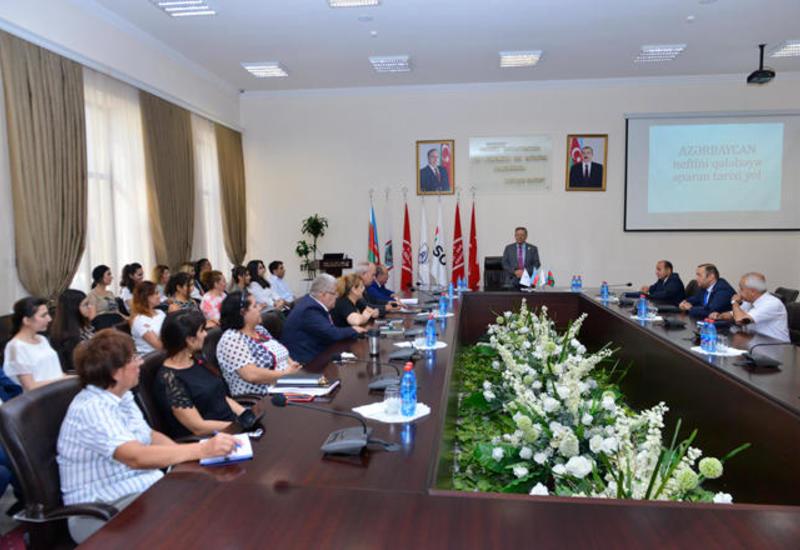 В Бакинской высшей школе нефти отметили День нефтяников