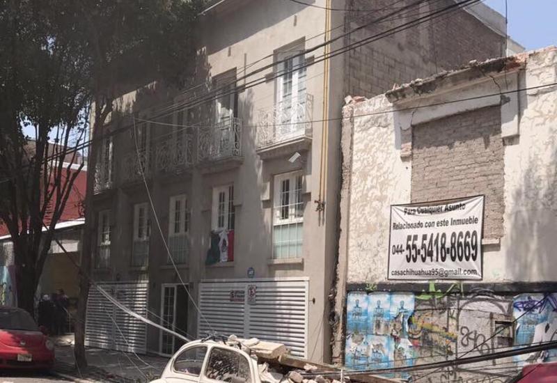 Под обломками фабрики в Мехико находятся около 100 человек