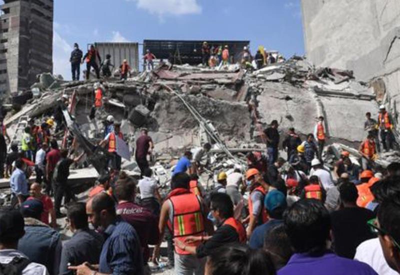 """Момент разрушения зданий во время мощнейшего землетрясения в Мехико <span class=""""color_red"""">- ВИДЕО</span>"""