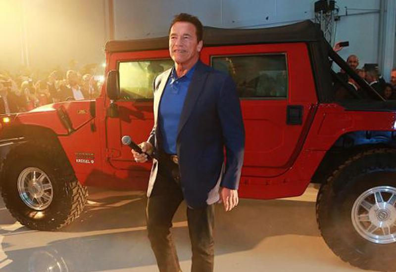"""Шварценеггер стал владельцем первого в мире электрического """"Хаммера"""" <span class=""""color_red"""">- ВИДЕО</span>"""