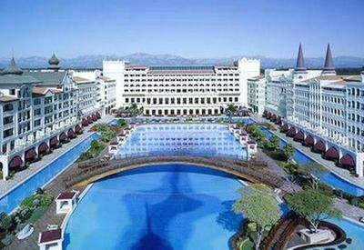 Telman İsmayılovun hoteli rezervasiyanı dayandırıb, işçilər maaşını ala bilmir