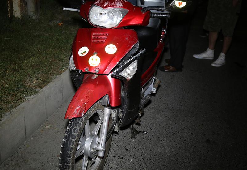 "В Баку мотоцикл столкнулся с такси, есть пострадавший <span class=""color_red"">- ФОТО - ВИДЕО</span>"