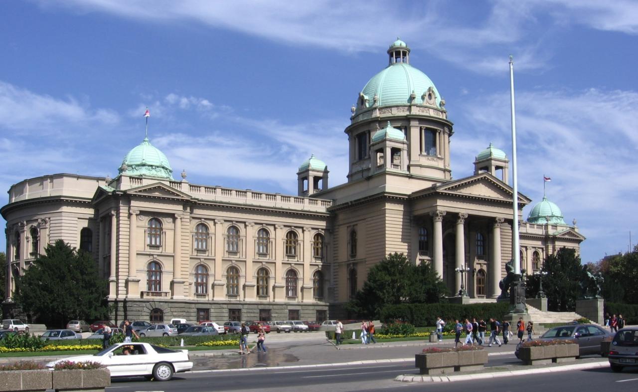 Руководителя парламента Сербии довели дослез