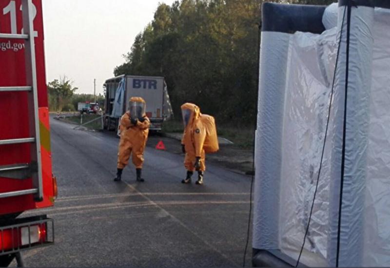 В Латвии на шоссе разлилась азотная кислота