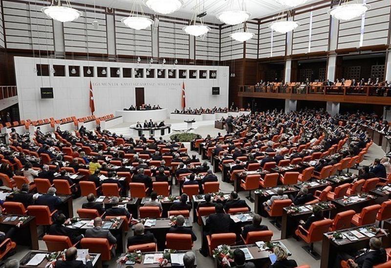 Парламент Турции продлил на год разрешение на военные операции в Сирии и Ираке