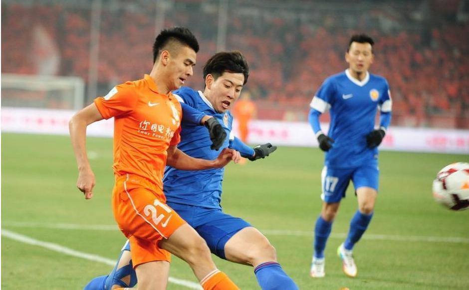 Охранники избили дубинками футболистов китайской команды вовремя перерыва