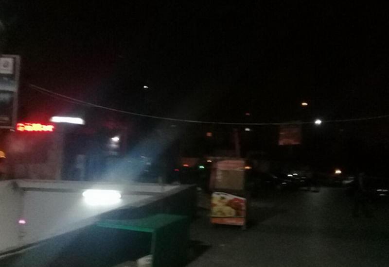 """Молодого мужчину ударили ножом у станции метро в Баку <span class=""""color_red"""">- ФОТО</span>"""