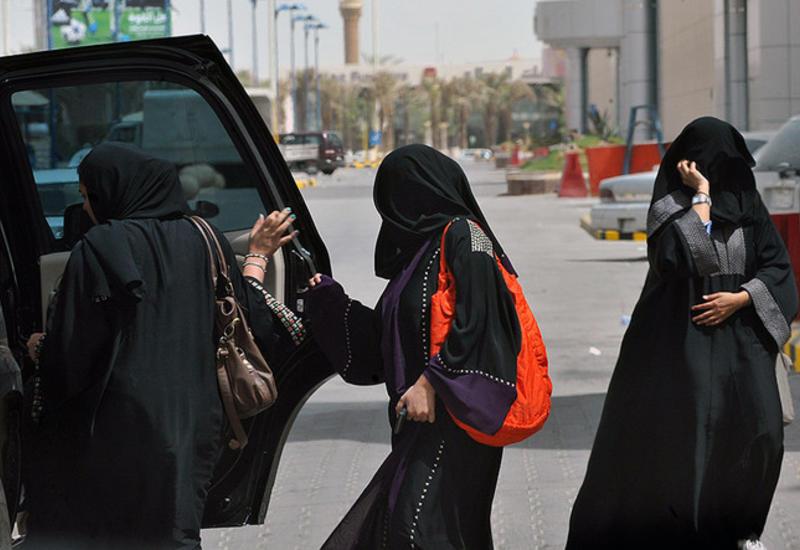 Власти Саудовской Аравии разрешили женщинам водить
