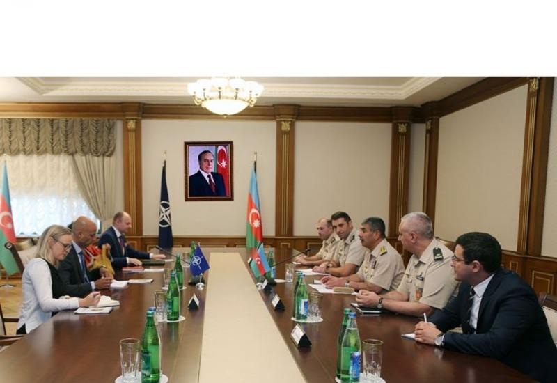 Закир Гасанов на переговорах со спецпредставителем генсека НАТО