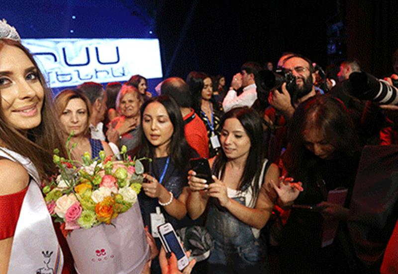 """У """"Мисс Армения-2017"""" грубо отобрали корону"""
